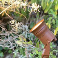 spot led sur lyre primex en jardin