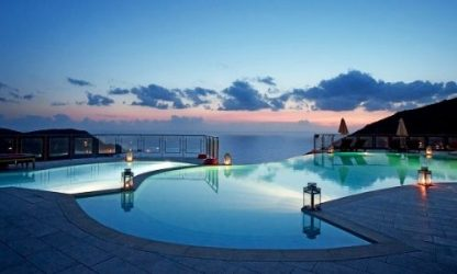 Discover the latest submersible lighting for a luminous pool