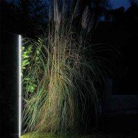 Projecteur paysager Line Top pour jardin de nuit